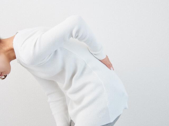 腰痛を持つ女性