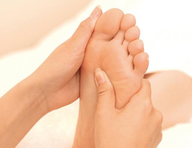 足のマッサージ
